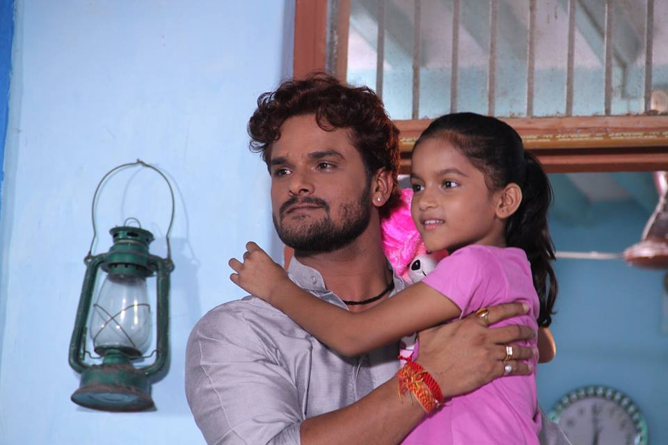 Khesari Lal Yadav and his Beti ON Set of Dulhan Ganga Paar Ke Bhojpuri Film Shooting photo