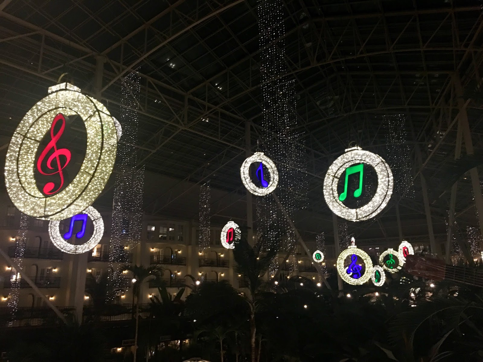 Christmas lights at the Opryland Hotel in Nashville | Christmas in Nashville | Christmas Activities to do in Nashville | Couples trip to Nashville | A Memory of Us