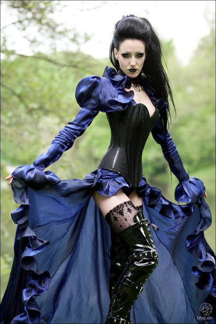 steampunk gothic cosplay with stain dress, black bodice and leather boots