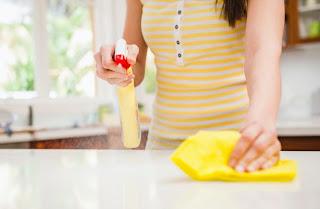 Pembersih ruangan dapur dari kotoran dan minyak