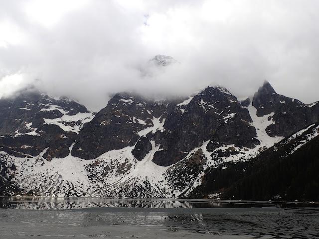 W maju na Morskim Oku jeszcze leżał śnieg