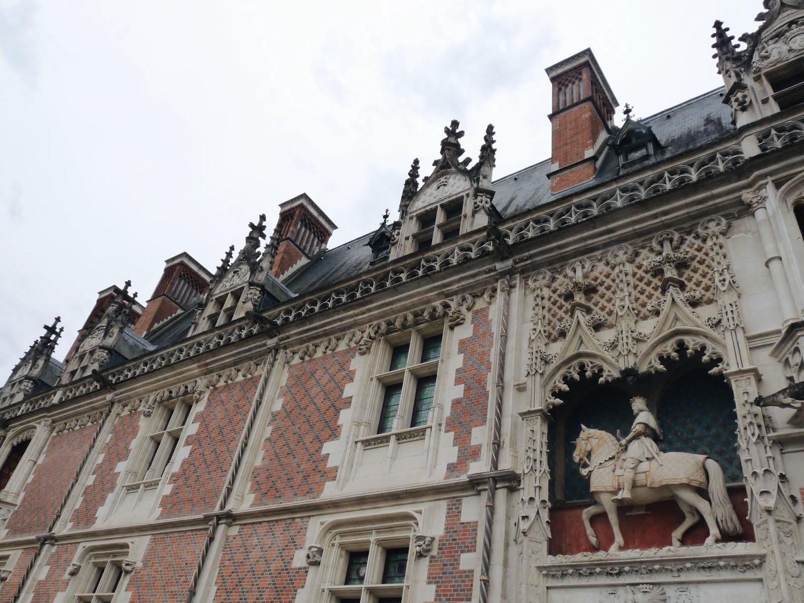 blois vacances châteaux de la loire été loire valley françois premier escalier stairs black pantsuit seamly.co summer