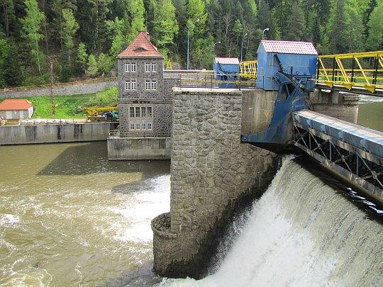 Zapora elektrowni wodnej Bobrowice I.