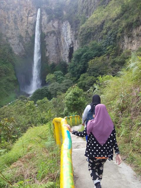 Keindahan Air Terjun Sipiso-Piso Sumatera Utara