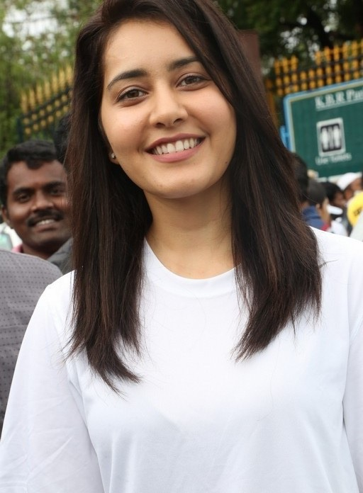 Rashi Khanna Big Teeth Photos