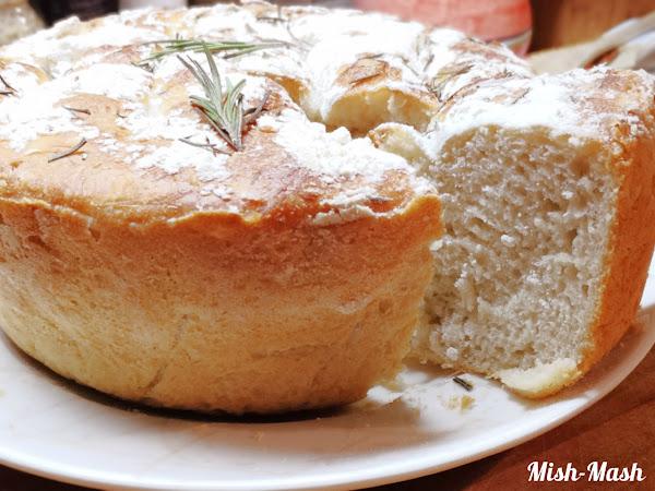 Лесен хляб без месене с розмарин