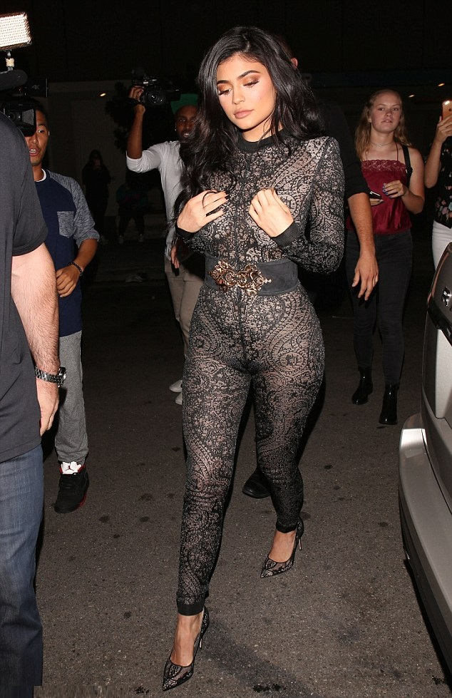 Pics Kylie Jenner Squeezes Her Camel Toe Into Super