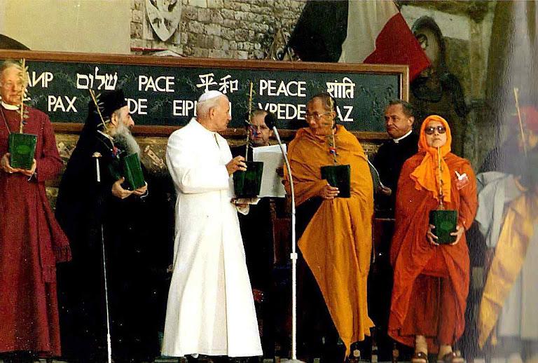 Para o santo e clarividente carmelita, uma confusão imprudente entre as religiões, favorece o ambiente para o Anticristo instaurar sua ditatorial religião universal. Foto: encontro ecumênico de Assis, em 27 de outubro de 1986
