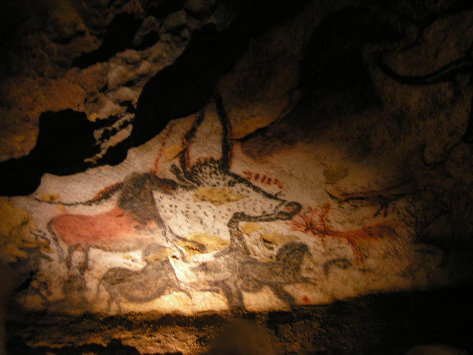 ラスコー洞窟の牛や馬の壁画