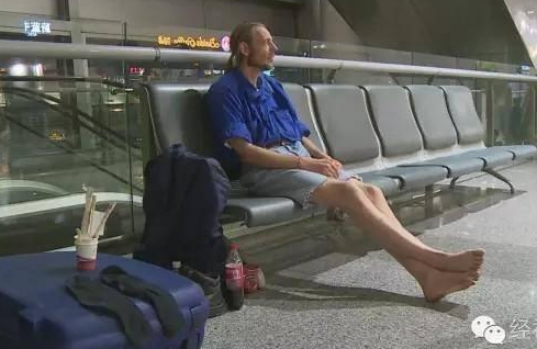 dutch man chinese airport for 10 days
