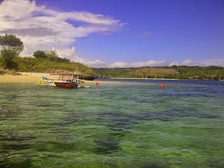 Pulau Tiga dengan airnya yang jernih dan terumbu karang yang masih alami