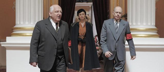 Beria (Simon Russell Beale), Maria Youdina (Olga Kurylenko) et Khrouchtchev (Steve Buscemi) dans La Mort de Staline
