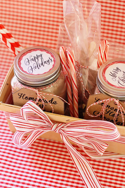 DIY Homemade Hot Chocolate Gift Basket