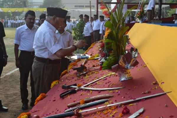 mohan-bhagwat-shastra-pooja-on-vijayadashmi-massage-to-nation