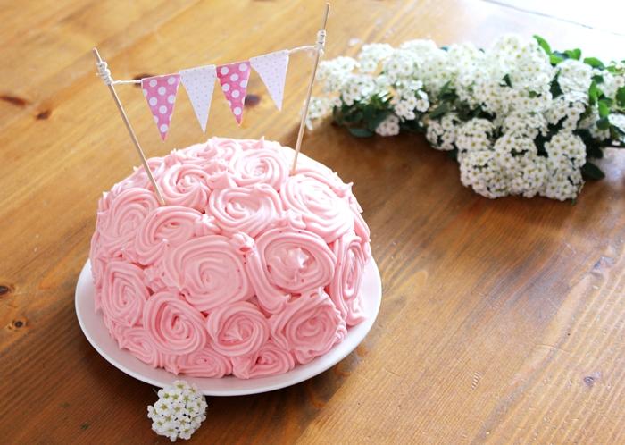 schoko erdbeer mini torte mit rosenbl ten frosting fashion kitchen. Black Bedroom Furniture Sets. Home Design Ideas