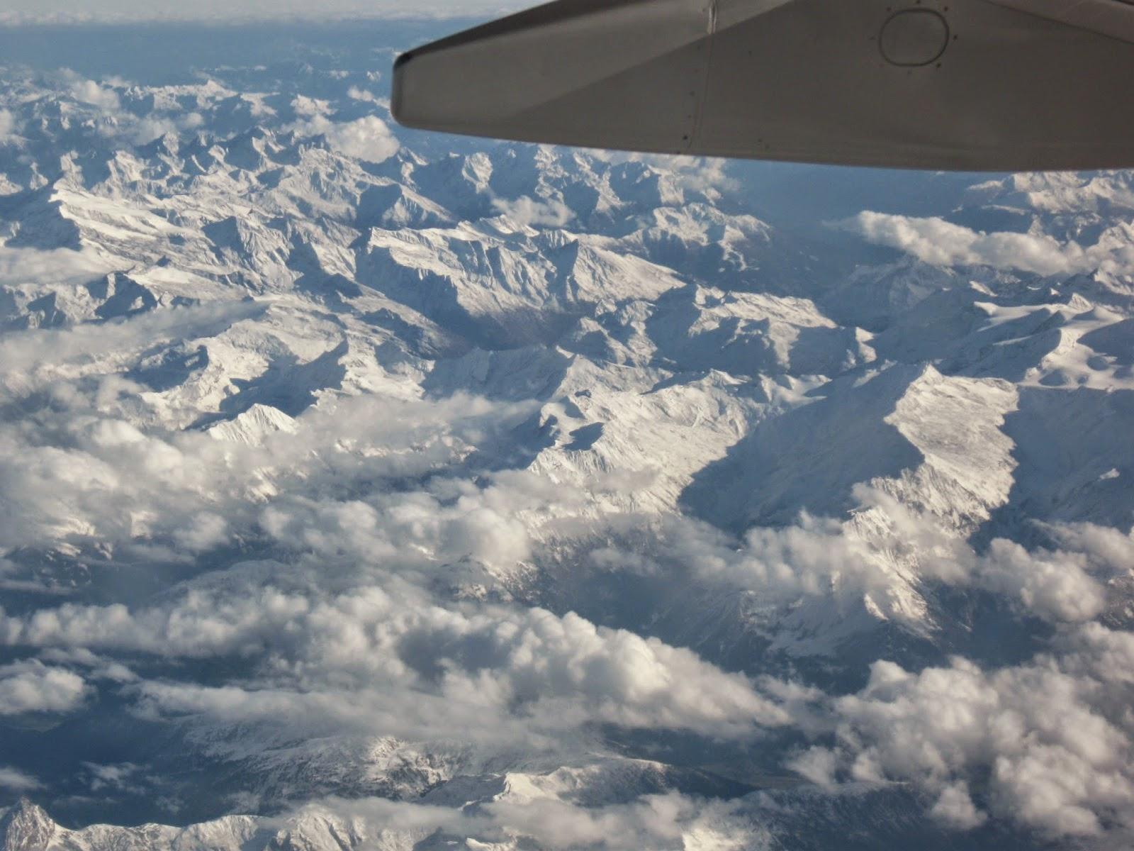 widok z samolotu na Alpy