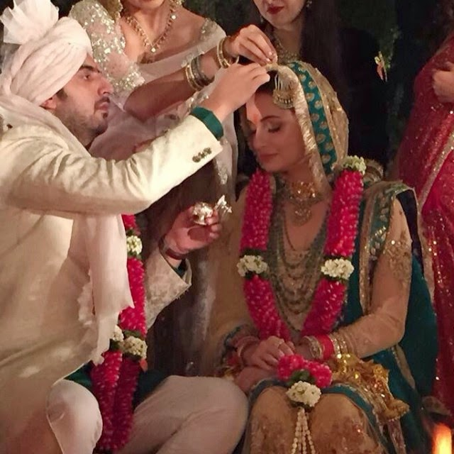 congratulations dia mirza, and sahil sangha,... beautiful bride absolutely stunning:))), Dia Mirza Wedding Photos with Sahil sangha