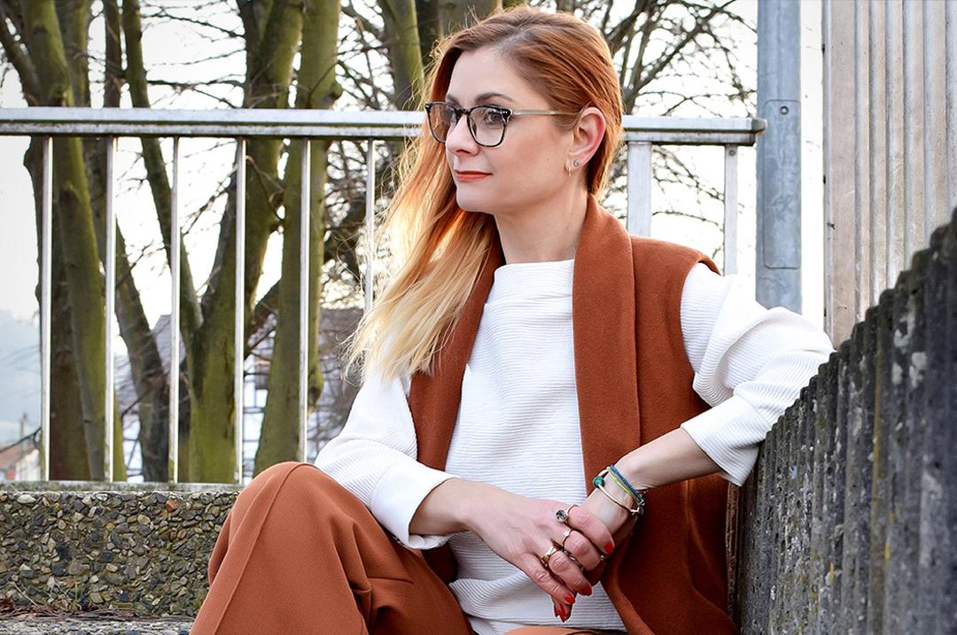 rostrote Hose und rostrote Weste, weite Damenhose von H&M