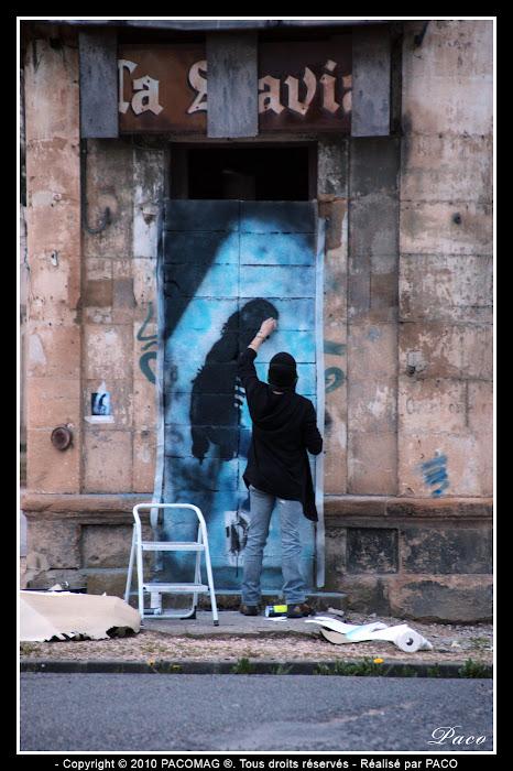 Paco au travail sur son street art Michael Jackson faubourg du Menil Sedan