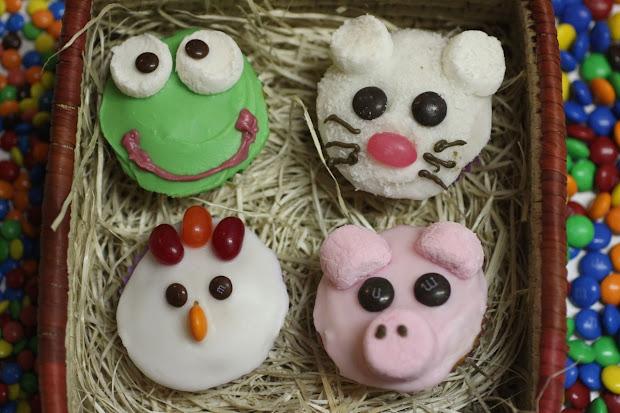 Green Gourmet Giraffe Animal Cupcakes Chicks Pigs