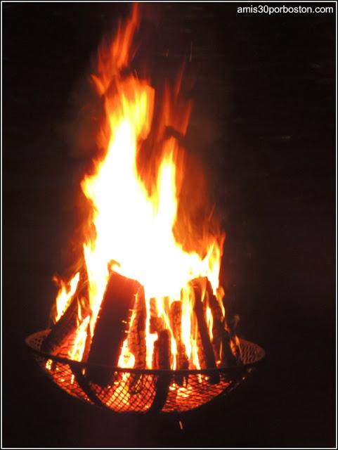 Fuego en el WaterFire en Providence, Rhode Island