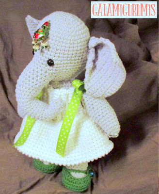 Been looking for a cute elephant amigurumi pattern, and I've finally found  and finished one! : crochet | 400x328