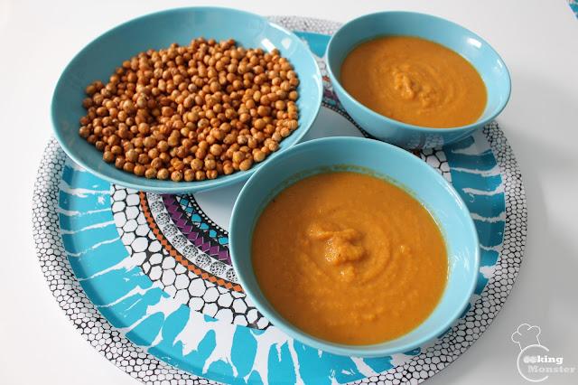 Zupa krem z batatów i marchwi z pikantną prażoną ciecierzycą