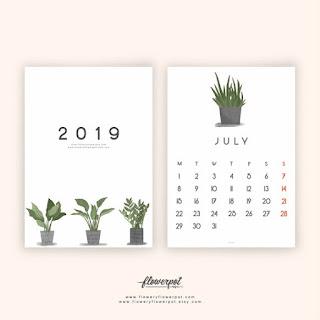 Kalendarze i plannery z roślinnymi motywami.