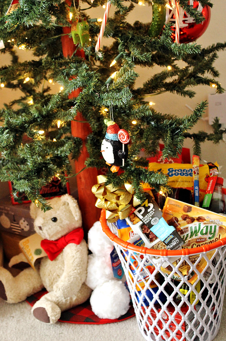 Make a sports fan gift basket for under $10 at 99 Cents Only Stores! #DoingThe99 #99YourHoliday #AD