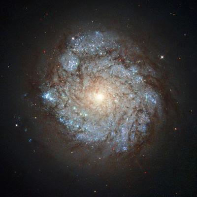 NGC 278 на позір може видаватися спокійною