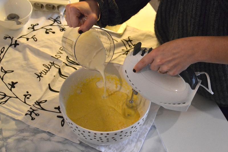 mélange des ingrédients pour pâte à crêpes