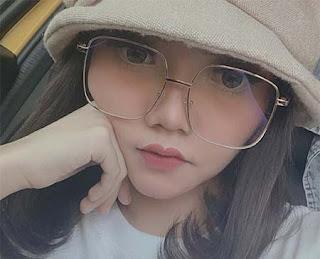 Syahiba Saufa Pakai Kacamata