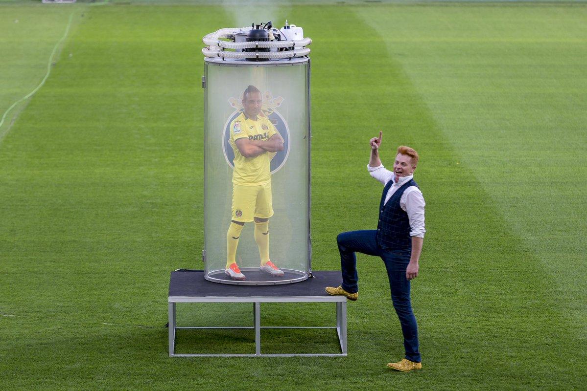 Magician Yunke unveils Santi Cazorla to Villarreal fans