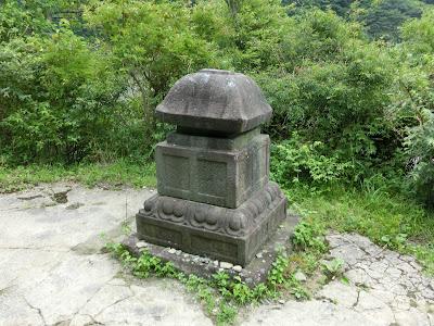 八百比丘尼の墓