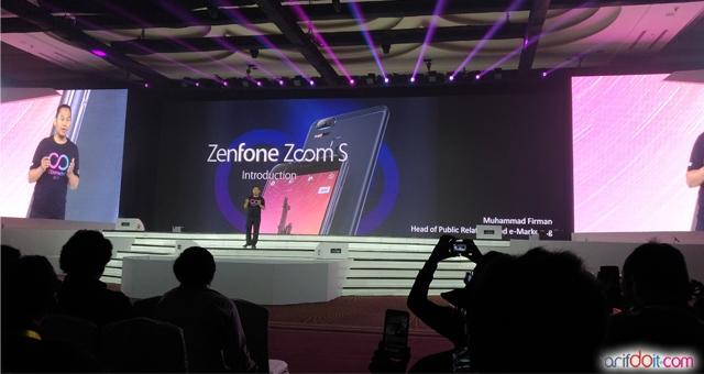 Presentasi kecangihan Zenfone Zoom S oleh M. Firman selaku Head PR Asus Indonesia