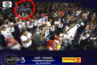 Eh, di vidio ini ada sayah bareng mang Anwar Rudin admin PBS loh ini dia.... Yang dilingkari merah :)