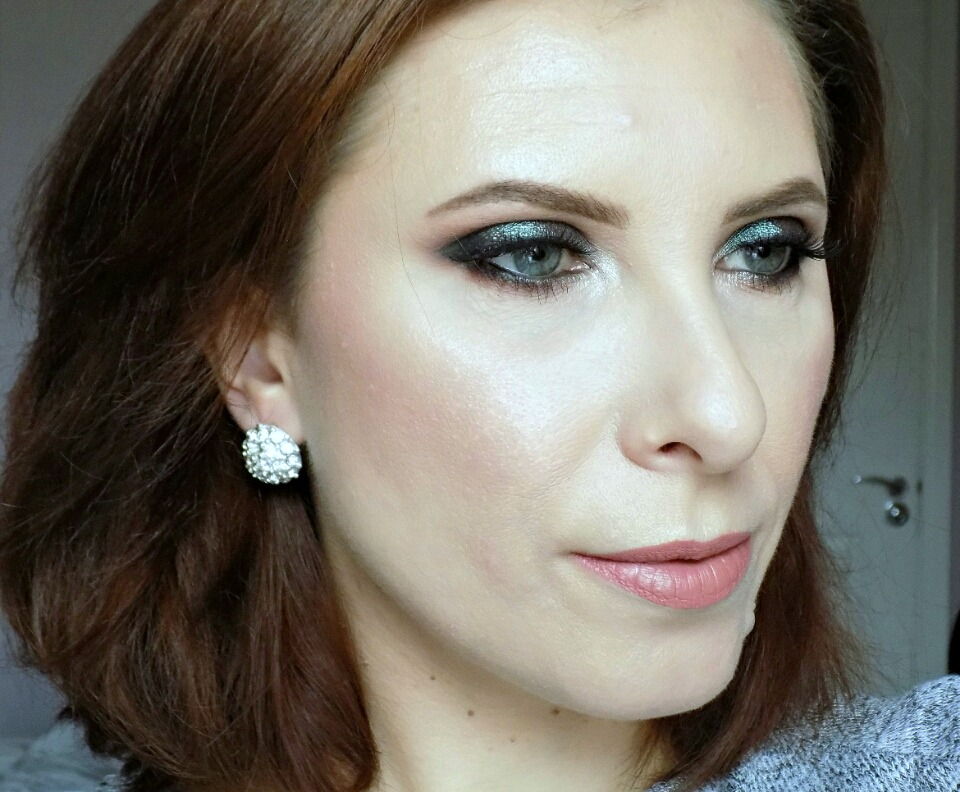 New Year S Eve Party Makeup Look Smokey Eyes With Two