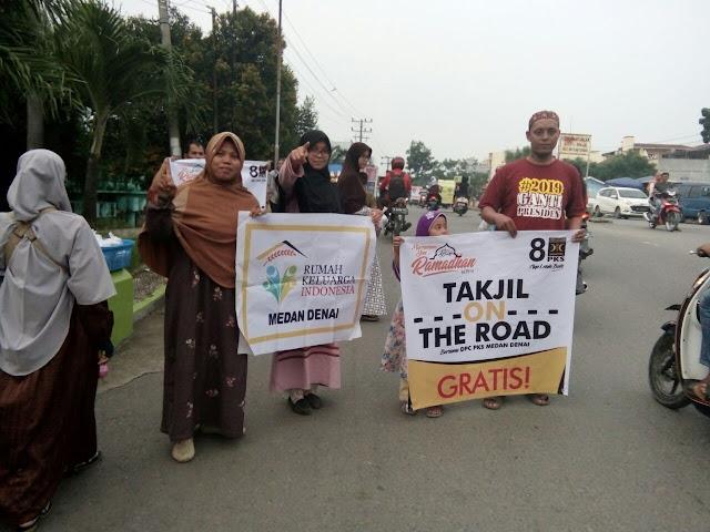 Sebar Takjil On The Road Gratis, PKS Medan Denai Dapat Sambutan Warga
