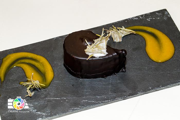 Tris di cioccolato, salsa al passion fruit ,rosmarino cristallizzato