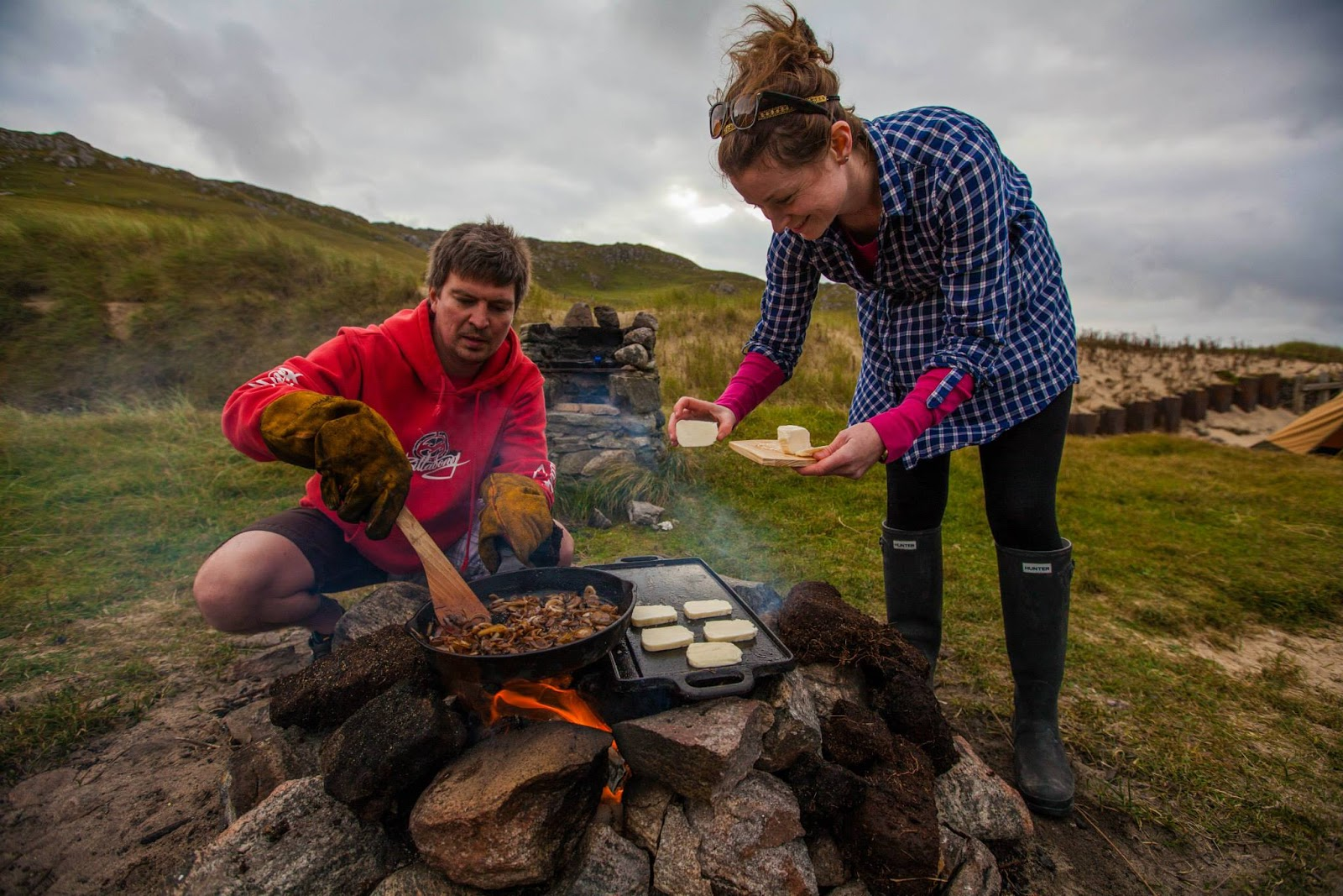 halloumi onions outdoor cooking beach side isle of lewis Dal Mor western isles outer hebrides freckles and all blog island life