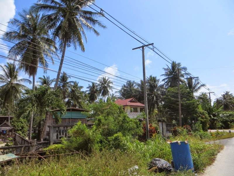 Провода вдоль дороги Таиланд