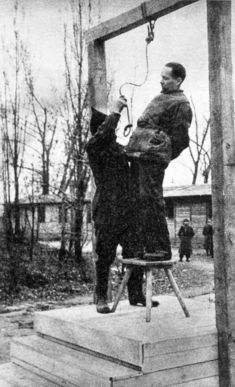 Rudolf Hoess on the gallows, immediately before his execution, 1947.
