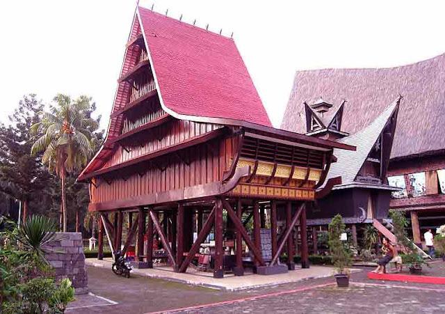 rumah-adat-suku-nias