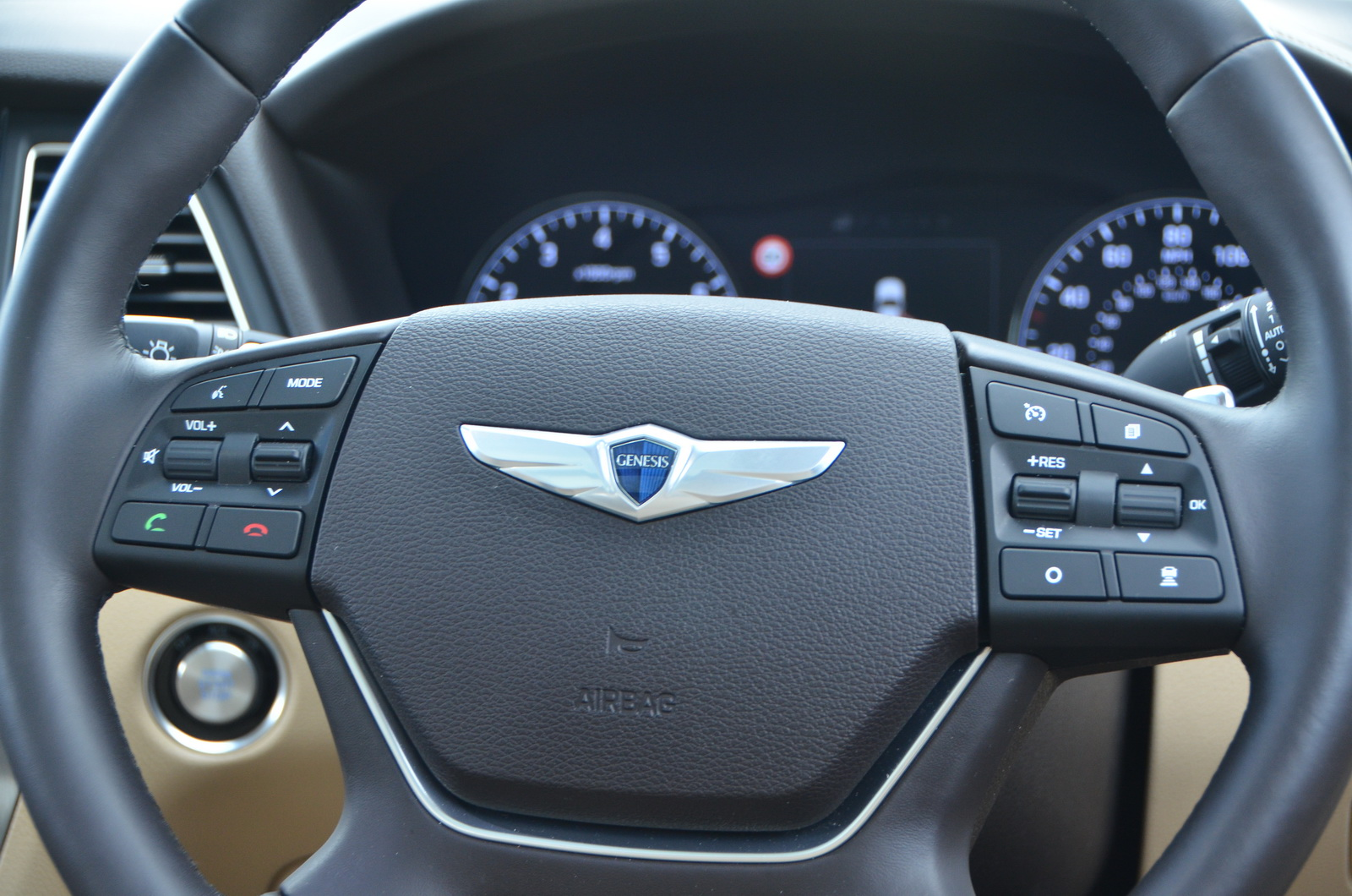 new hyundai genesis driven to see if it 39 s worth more than a bmw 535i. Black Bedroom Furniture Sets. Home Design Ideas