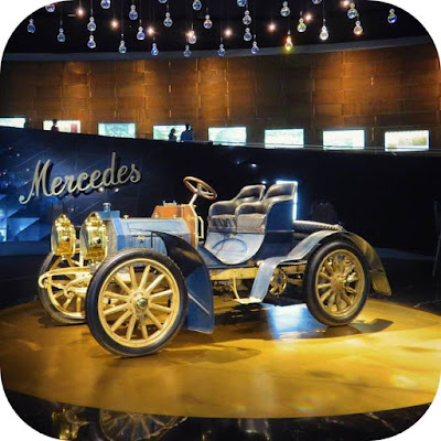 Christmas in Stuttgart: Mercedes Museum
