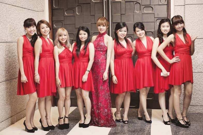bridemaids in red dresses