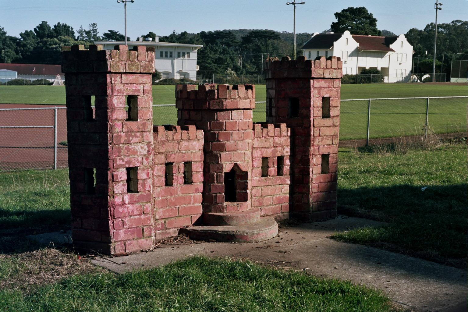 Americanature Mini Castle Of Brick