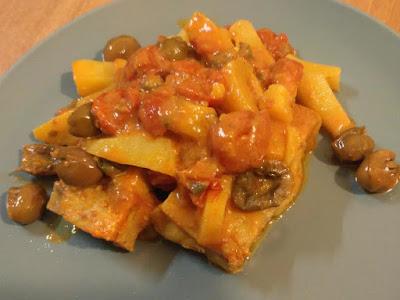 filetti di merluzzo in umido con capperi olive patate e pomodorini