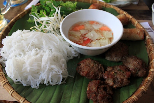 Eight street foods you should not miss when to Vietnam
