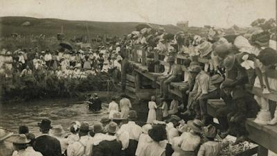 Exibição do batismo nas águas